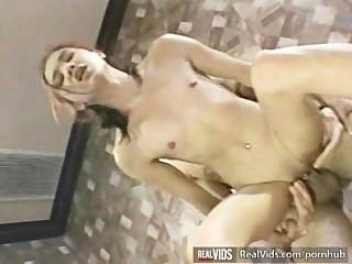 亞洲女服務員性交肌肉公雞