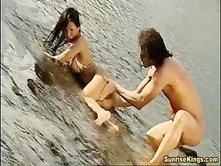 亞洲大山雀寶貝硬他媽的和麵部