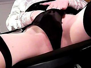 性感的特寫鏡頭內褲戲劇和手淫在大腿高長襪