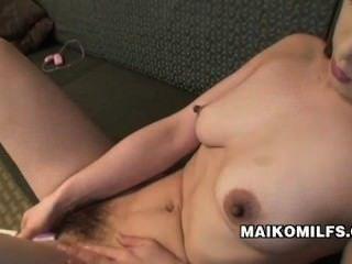 maiko hirota性飢餓的日本milf