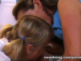 角質網球女孩莎朗野性三人他媽的與教練