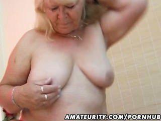 胖的業餘的妻子吮和他媽的在她的床上