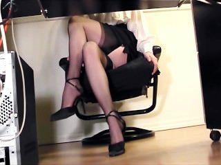 秘書指法在大腿高儲存和腳跟的辦公室