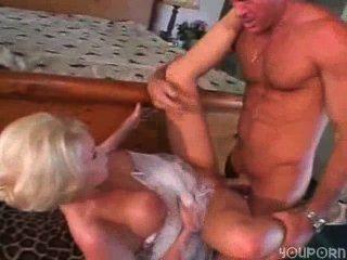 她是父親的妓女