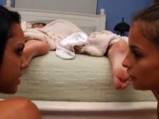 女同性戀睡覺腳崇拜