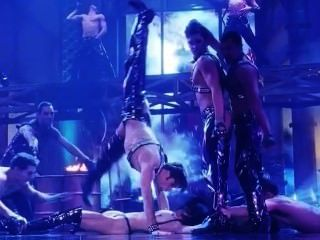 gina gershon和伊麗莎白barkley裸體場景從showgirls