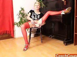 在紅色絲襪的blondie夫人lousy假東行動