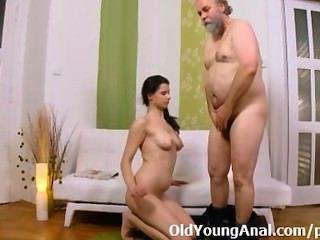 肛交渴望青少年乞求老人帶她回來的通道