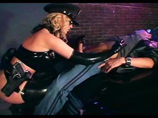 女性官員他媽的在發光的乳汁女用貼身內衣褲