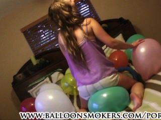 samantha夏天在第一次氣球彈出視頻