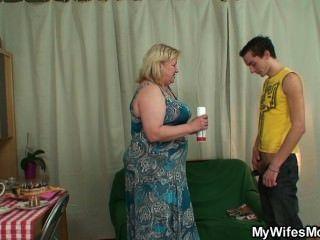 他媽的她巨大的媽媽,被抓了