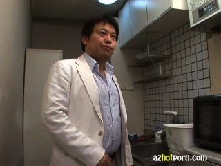餅亞洲yuri kousaka接收面部和給