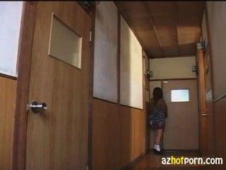 adulterous房東是一個女學生