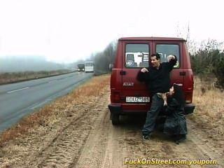 妓女在公路上吸公雞