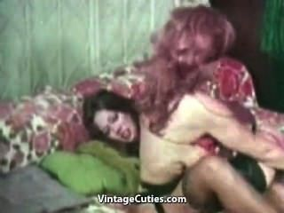豐滿的女同性戀的戰鬥和手淫