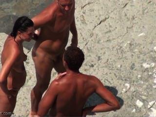 spycam在裸體海灘上