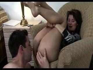 姐姐面對她的步哥,讓他舔她的屁股