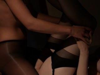 lesbs在鏡子前有性