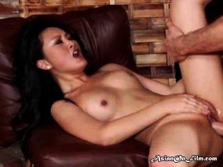 亞洲模特在肛門後享有暨在嘴裡
