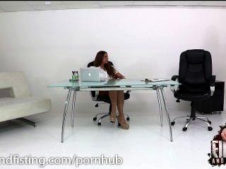 cathy天堂在辦公室裡吃了兩隻公雞