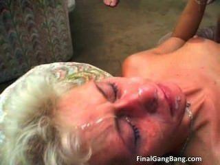 性感金髮美女獲得她最後一輪gangbang part1