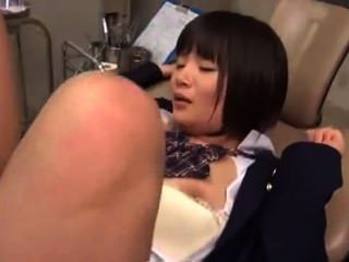 醫生他媽的日本剃刀制服學校女孩