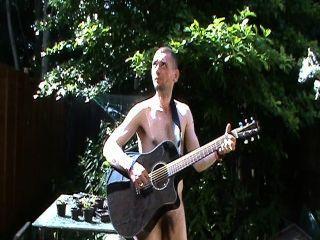 赤裸和彈琴,哈哈