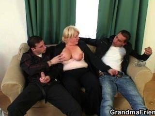 三人組狂歡與醉酒的奶奶