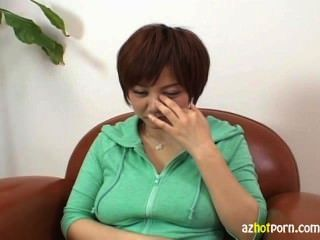 大山雀meguru kosaka使用她的奶子