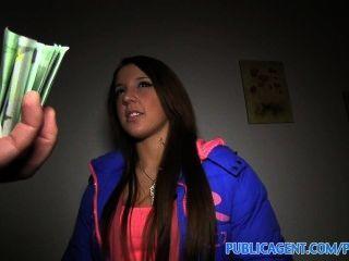 公共機構anita向我展示她的屁股,然後彎腰,得到他媽的現金