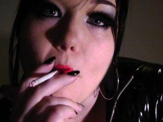 公主娃娃吸煙戀物癖時尚紅色唇膏