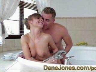 danejones熱的堅實屁股在愉快的微小的青少年的肉慾的年輕愛在熱水盆