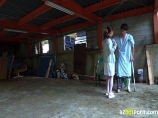 護士誘惑患者在戶外他媽的