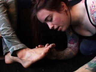 女主人遺傳有奴隸崇拜她的腳