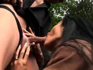無恥的妓女sidney他媽的現金沒有避孕套