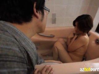 亞洲妻子只是用於性慾