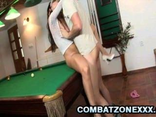 克勞迪亞rossi pornstar女神性交在台球桌上
