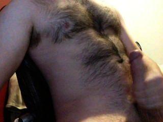 打我的巨大的公雞,直到我暨巨大的負載在我毛茸茸的胸部