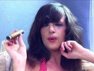凱特首先雪茄...豐滿的寶貝!