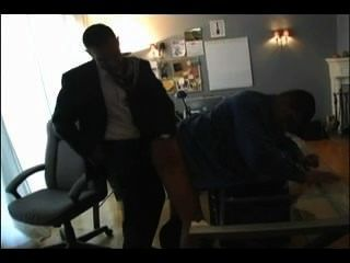 熱的爸爸他媽的男孩在辦公室