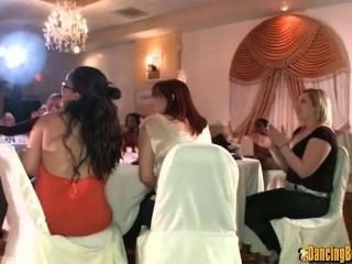 新娘的面部在她的stagette