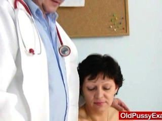 不剃須的家庭主婦eva訪問gyno doc他媽的孔檢查