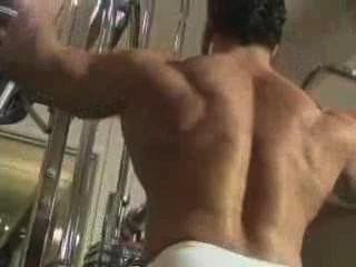 先生。肌肉男和安排