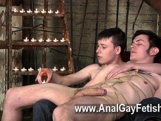 踢回在沙發上的同性戀剪輯,zacary不能拒絕