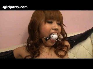 日本女士綁,有她的貓戲弄