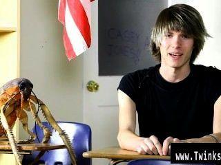 性感的同性戀年輕乾酪瓊斯是十八歲和新的色情