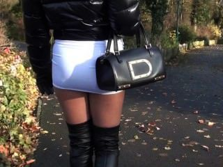 julie skyhigh青少年熱超短裙和overknee皮靴走在街上