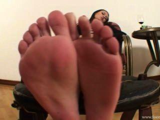 女主人阿曼達刪除她的鞋子