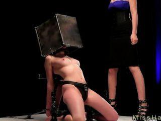 bdsm寶貝與頭在鋼盒加香