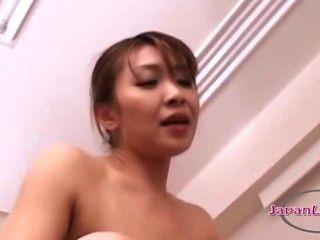 亞洲女人舔貓在69年輕女孩他媽的strapon